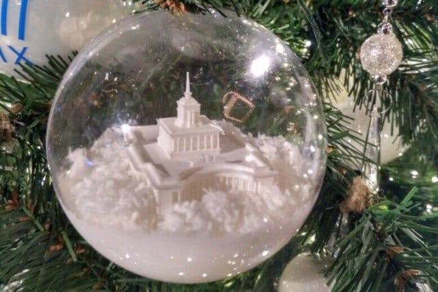 Новогодние игрушки для украшения елок в ГУМе